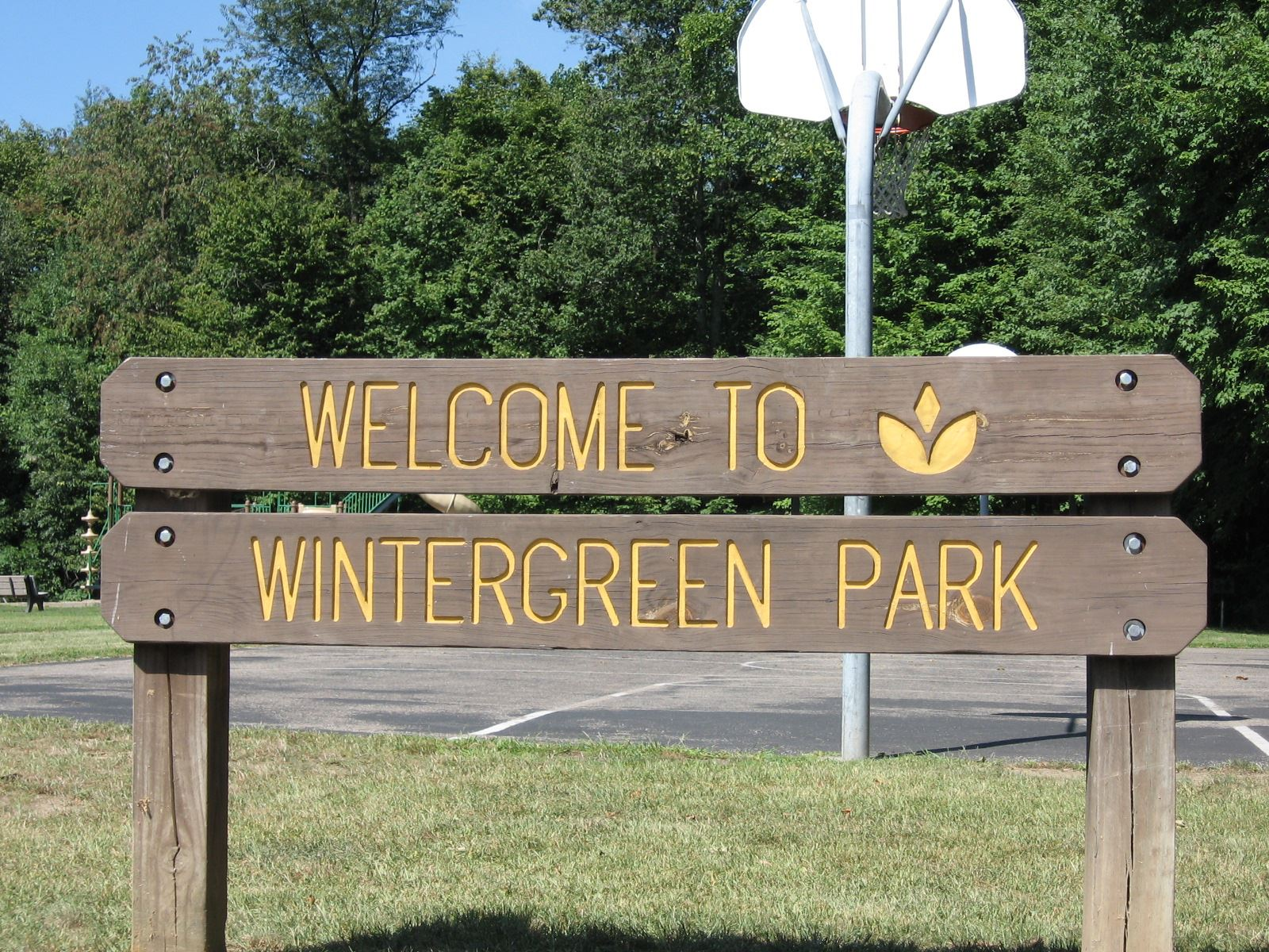 Welcome to Wintergreen Park Sign
